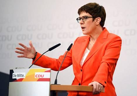 CDU:n puoluejohtaja Annegret Kramp-Karrenbauer puhui perjantaina Berliinissä.
