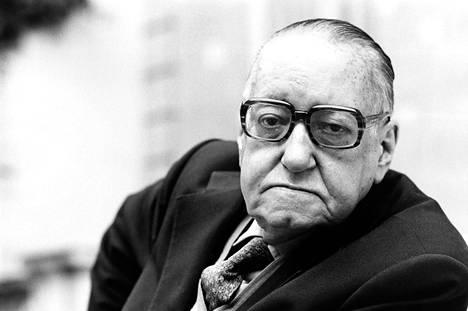 Kuubalaiskirjailija Alejo Carpentier Pariisissa syksyllä 1979 noin vuotta ennen kuolemaansa.