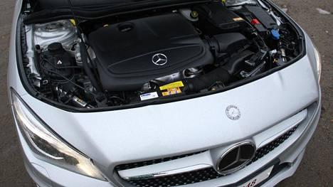 Häiriövalon syttyminen on kiusannut bensiinikäyttöisiä Mercedes-Benzejä. Kuvassa Mercedes-Benz CLA:n moottori.