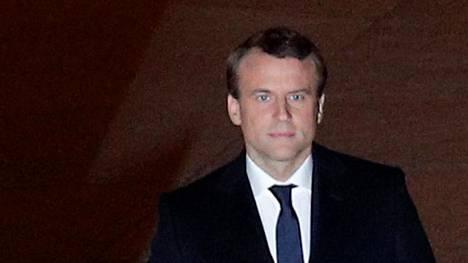 Emmanuel Macron saapui Louvren pihalle kannattajiensa keskuuteen taustamusiikkina Beethovenin Oodi ilolle – Euroopan hymninä tunnettu sävelmä.