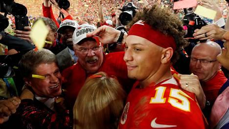 Patrick Mahomes valittiin ottelun arvokkaimmaksi pelaajaksi Kansas City Chiefsin voittaessa helmikuussa seurahistoriansa toisen Super Bowlin.
