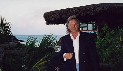 Peter Nygård Bahaman-huvilallaan vuonna 2000.