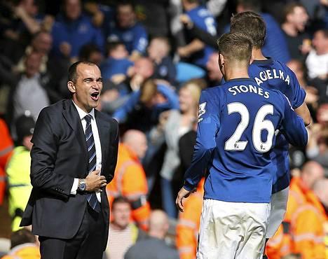Evertonin manageri Roberto Martinez juhli Jagielkan tekemää tasoitusmaalia.