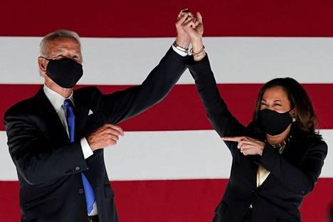 Vaalivoittaja Joe Biden ja varapresidentiksi nouseva Kamala Harris demokraattien puoluekokouksessa elokuussa.