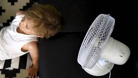 Monessa kodissa kiitellään lähipäivinä tuulettimen keksijää.