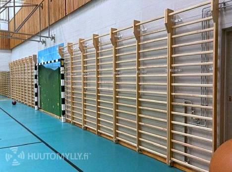 Kalajärven koululta huutokaupattiin muun muassa puolapuut.