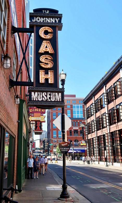 Kantrilegendojen nimikkomuseoita sijaitsee vieri vieressä Nashvillen keskustassa.