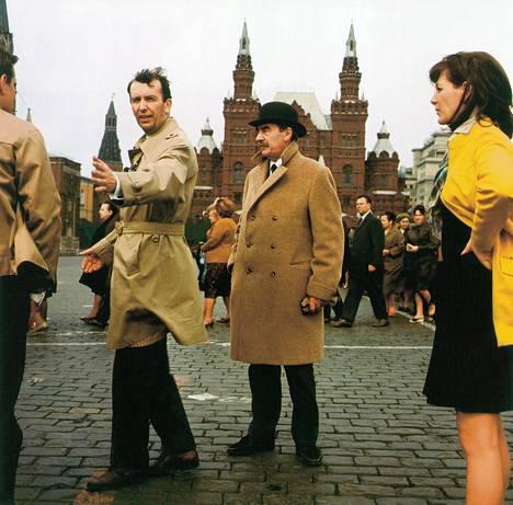 Alkuperäisissä elokuvissa komisario Palmua näytteli Joel Rinne. Kuva elokuvasta Vodkaa, komisario Palmu vuodelta 1969.
