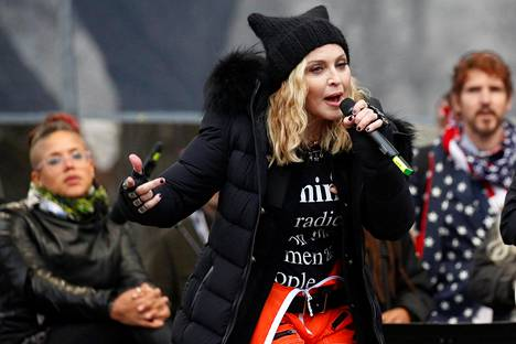 Madonna presidentti Trumpin vastaisessa mielenilmaisussa 21. tammikuuta 2017 Washingtonissa.