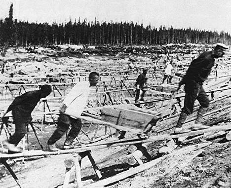 Vangit kaivoivat Äänisen ja Vienanmeren yhdistävää Stalinin kanavaa vuonna 1932.
