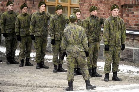 Alokkaita Uudenmaan prikaatissa Dragsvikissa tammikuussa 2015.