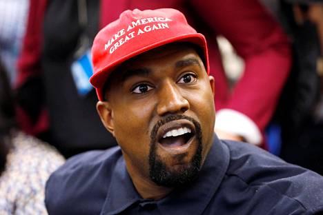 Kanye West on paljon julkisuudessa esillä oleva yhdysvaltalainen hiphop-artisti.