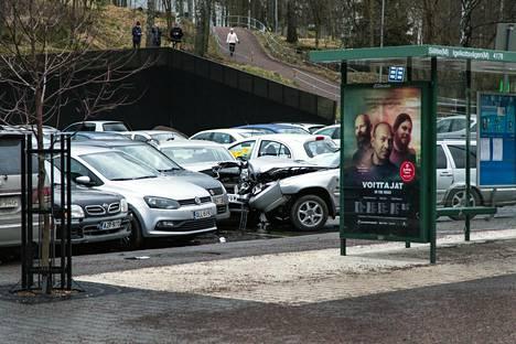 Liikenneonnettomuus Siilitiellä. Siilitien liityntäpysäköintipaikka.