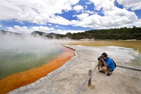 Geoterminen lähde lähellä Rotoruan kaupunkia Uuden-Seelannin pohjoissaarella kuvattuna heinäkuussa 2019.