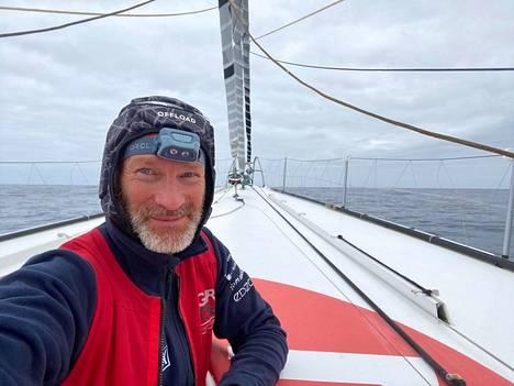 Ari Huuselan matka on edennyt Eteläiselle jäämerelle Vendee globe-yksinpurjehduskisassa.