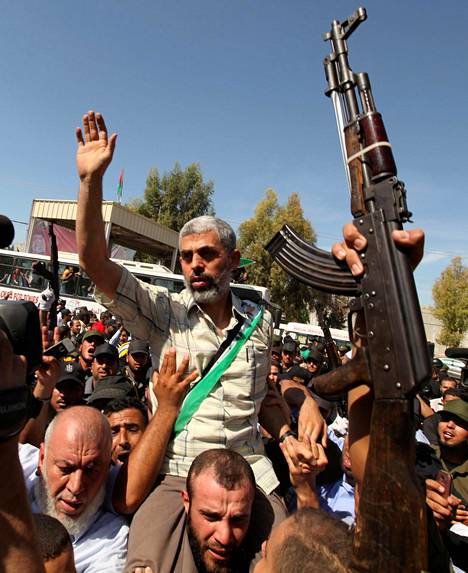 Ääri-islamilainen Hamas valitsi Yehya Sinwarin uudeksi johtajakseen Gazan palestiinalaisalueelle. Kuvassa Sinwar saapuu Gazaan suuressa vankivaihdossa lokakuussa 2011.