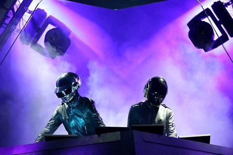 Daft Punk lavalla Coachella-festivaalikeikalla Kaliforniassa huhtikuussa 2006.
