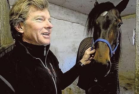 """""""Brad de Veluwe on täysin poikkeuksellinen hevonen"""", Tuomas Korvenoja kehuu valmentamaansa ravihevosta."""