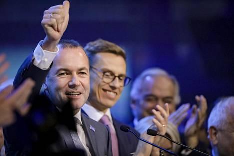 Manfred Weber voitti odotetusti Alexander Stubbin kärkiehdokaskisassa. Weber sai 80 prosenttia äänistä.