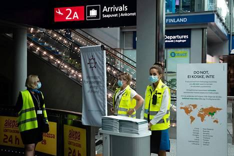 Riskimaista tulevia pyritään ohjaamaan entistä tehokkaammin neuvontapisteille ja testausasemalle Helsinki-Vantaan lentoasemalla.
