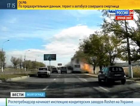 Itsemurhapommittajan isku surmasi kuusi ihmistä paikallisbussissa Volgoradissa maanantaina. Kuva on Rossiya 24 -televisiokanavan näyttämästä videosta.