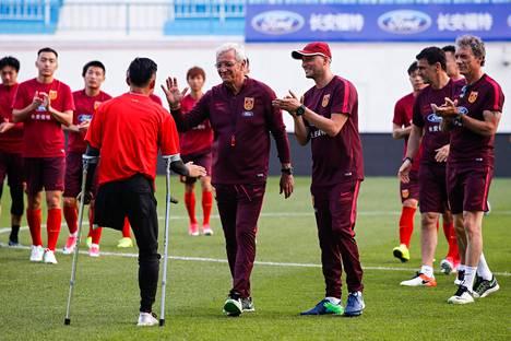He Yiyi tapasi viime kesäkuussa Kiinan maajoukkueen päävalmentajan Marcello Lippin.
