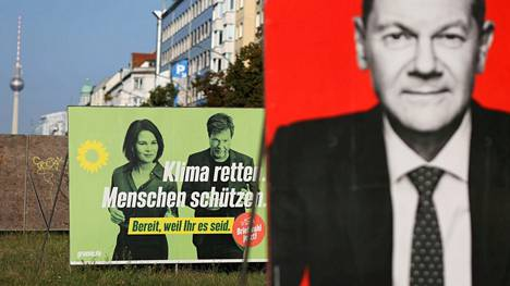 Demaripuolue SPD:n ja vihreiden vaalijulisteita Berliinissä. Punavihreä koalitio olisi molemmille puolueille mieluinen, mutta vaalitulos tuskin tarjoaa eväitä punavihreän enemmistöhallituksen muodostamiseen.