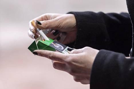 Keskiviikkona kaupoista ei enää saa mentolisavukkeita.