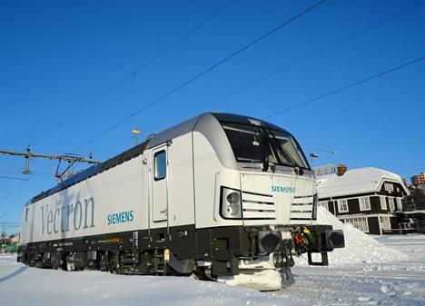 Siemens on testannut Vectron-sähkövetureitaan Ruotsin Lapissa. Suomeen tulevat veturit valmistetaan Münchenissa Saksassa, eikä Suomeen tule alihankintatöitä.