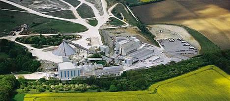 Yksi lukuisista Omyan tuotantolaitoksista on Britanniassa, Itä-Yorkshiressa sijaitseva Meltonin kalkkilouhos.