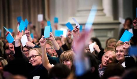 Taidepoliittisen tapahtuman yleisö vaati kristillisdemokraattien Sauli Ahvenjärveltä lisää konkretiaa maanantai-iltapäivänä Helsingin kaupungintalossa.