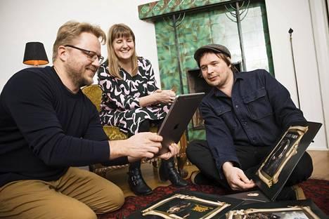 Otto Laurila (vas.), Emmi Jouslehto ja Otso Kähönen ovat lisätyn todellisuuden toteutuksia tekevän Arilynin perustajakolmikko.
