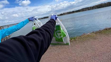 Nuoret ploggaajat keräsivät yhteensä noin 40–50 pussillista roskaa.