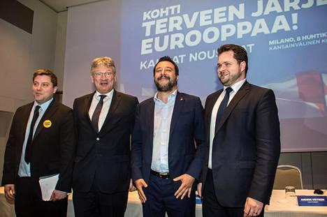 Italian Lega-puolueen johtajan Matteo Salvinin (2. oik.) huhtikuun alussa kokoonkutsumassa oikeistopopulistipuolueiden tapaamisessa Milanossa oli mukana myös perussuomalaisten Olli Kotro (vas.), Saksan AfD:n Jörg Meuthen ja Tanskan Kansanpuolueen Anders Vistisen.