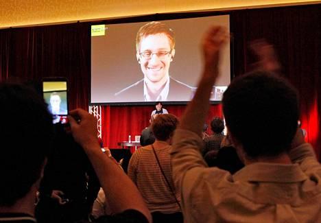 Edward Snowden esiintyi videon välityksellä Amnesty Internationalin järjestämässä ihmisoikeuksia käsittelevässä konferenssissa viime lauantaina.