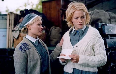 """Hanna Lekander ja Laura Birn esittävät lottia Lupaus-elokuvassa. Se on katsottavissa MTV Katsomossa 6.<span class=""""nbsp"""">&nbsp;</span>2. asti."""