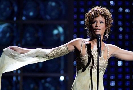 Whitney Houston esiintyi vuonna 2004 Las Vegasissa World Music Awards -gaalassa. Houstonin esiintyminen oli kunnianosoitus Clive Davisille, joka palkittiin gaalassa musiikkiteollisuuden eteen tekemästään työstä.