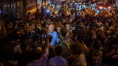 Turkin sisäministeri Süleyman Souly puhui toimittajille lokakuussa Akcakalen kaupugissa pian Turkin hyökkäyksen käynnistymisen jälkeen.