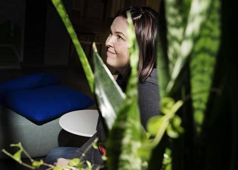 Kymmenen vuotta sairaanhoitajana työskennellyt Tanja Jeppesen vaihtoi alaa ja alkoi opiskella kansainvälistä kauppaa. Hän uskoo, että olisi lähtenyt alalta jo aiemmin ilman mahtavia kollegoita ja lähiesimiehiä.