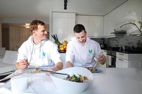 Ruokahävikki sai helsinkiläisveljekset Klaus ja Juho Hannuksen kehittelemään älypuhelinsovelluksen, jolla voi myydä ja ostaa muista kotitalouksista ruoka-annoksia.