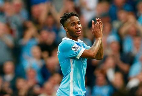 Raheem Sterling siirtyi Valioliigan sisällä Liverpoolista Manchester Cityyn.