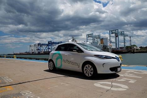 Monet autovalmistajat kehittelevät itseohjautuvia autoja. Kuvassa yhdysvaltalaisen nuTonomy-yhtiön auto Bostonissa.