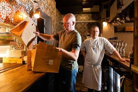 Kalevankadulla sijaitseva ravintola Passio onnistui tekemään voitollisen tuloksen viime vuonna. Kuvassa ravintola Passion omistajat Jussi Hukkanen (vas.) ja Jesse Vottonen.