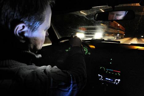 Väsyneenä ajaminen on lähes yhtä vaarallista kuin humalassa ajaminen.