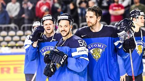 Juhamatti Aaltonen ja Oskar Osala Leijona-paidassa.