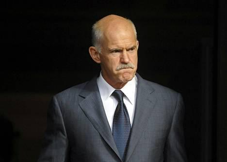Kreikan pääministeri Georgios Papandreou harkitsee saksalaislähteiden mukaan eroa.