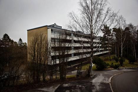 Lehtisaaren asukasyhdistys uhkaa Helsingin ja Vantaan seurakuntayhtymiä oikeustoimilla, jos ne toteuttavat tontinvuokrakorotukset suunnitelmiensa mukaisesti.