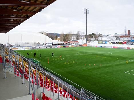 Jalkapallon A-poikien SM-sarjan ottelu KuPSin ja HJK:n välillä pelattiin Kuopiossa Savon Sanomat Areenalla lauantaina.