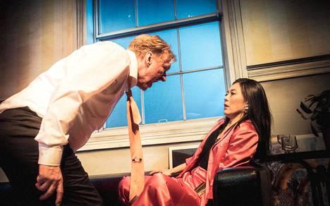 Katkera pala on Aimo Räsäsen työvoitto. Yoko Takeda tekee hienon roolin hyväksikäytön uhrina.