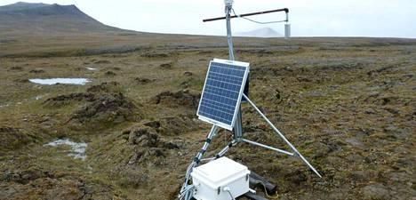 Aurinkokennolla toimiva tutkimuslaite Isachsenin lähellä Kanadassa vuonna 2016.